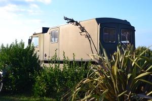 Avec ce type de camping-car, votre arrivée sera aussi peu discrète que celle de la tribu à roulettes!