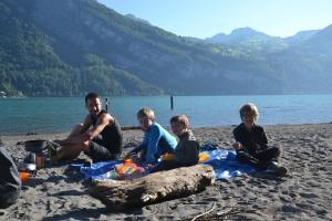 Petit-dej au bord du lac- Ovomaltine au menu!